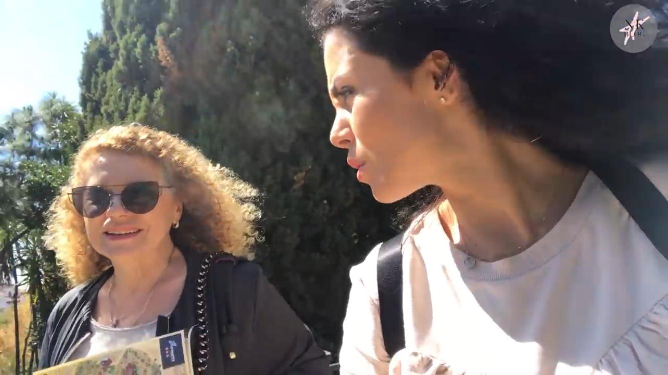 Каникулы с мамой: Настя Каменских отправилась на отдых в Барселону