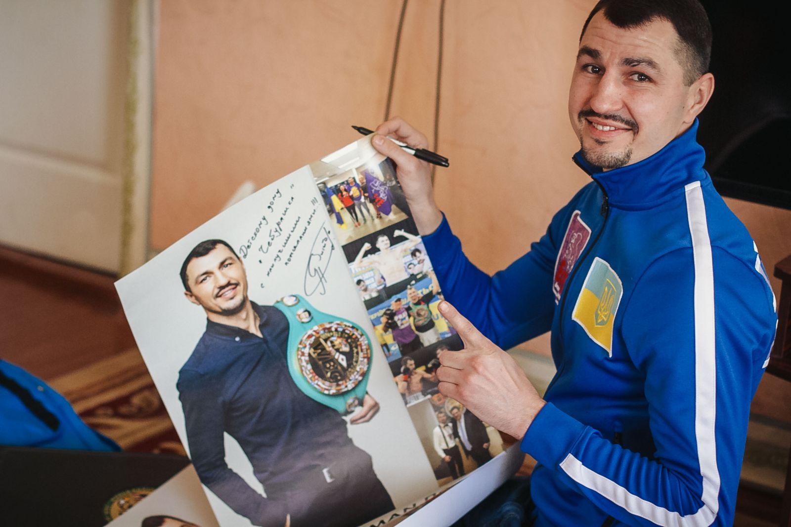 Санта Димопулос померилась силами с боксером