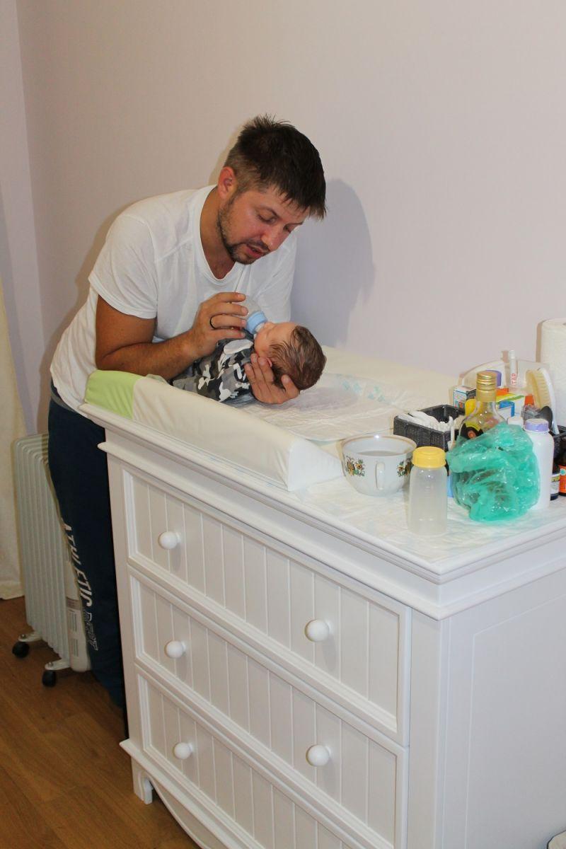 Александр Бережок с женой и ребенком