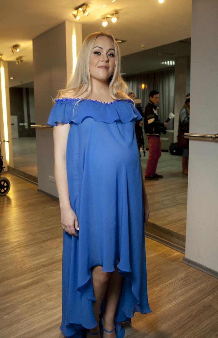 Невероятно нежно: Беременная Alyosha поразила женственным образом