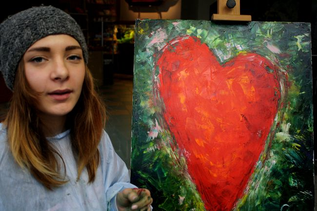 Украинские звезды посетили детский кардиоцентр и вместе с художниками создали картины для Зимнего Благотворительного аукциона.