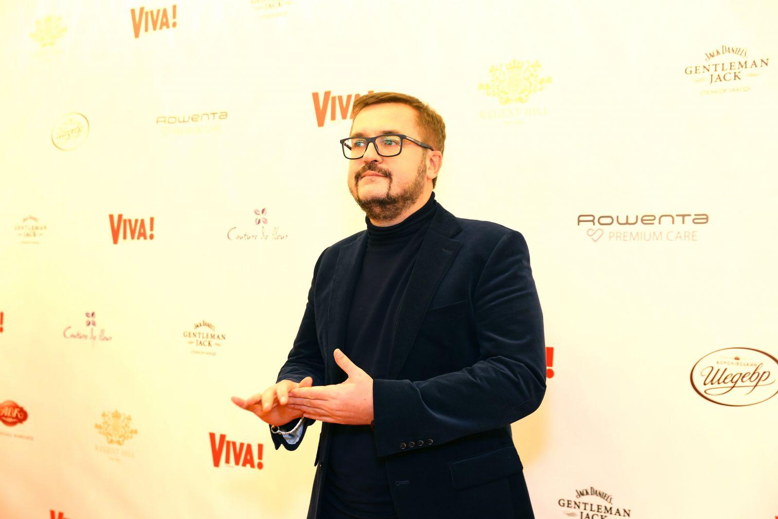 Мужчина мечты: Александр Пономарев блистает на красной дорожке Viva! Бал