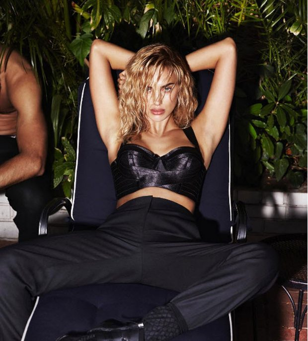 Сексуальная блондинка: Ирина Шейк впервые украсила обложку российского Vogue