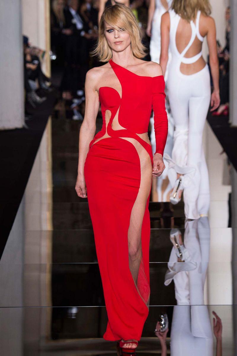 Кейт Хадсон пришла на показ Versace без нижнего белья