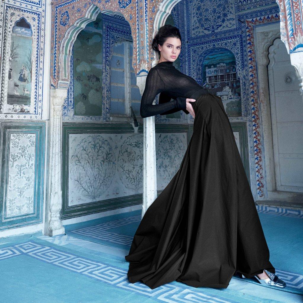 Кендалл Дженнер вновь попала в скандальную ситуацию из-за обложки для индийского Vogue