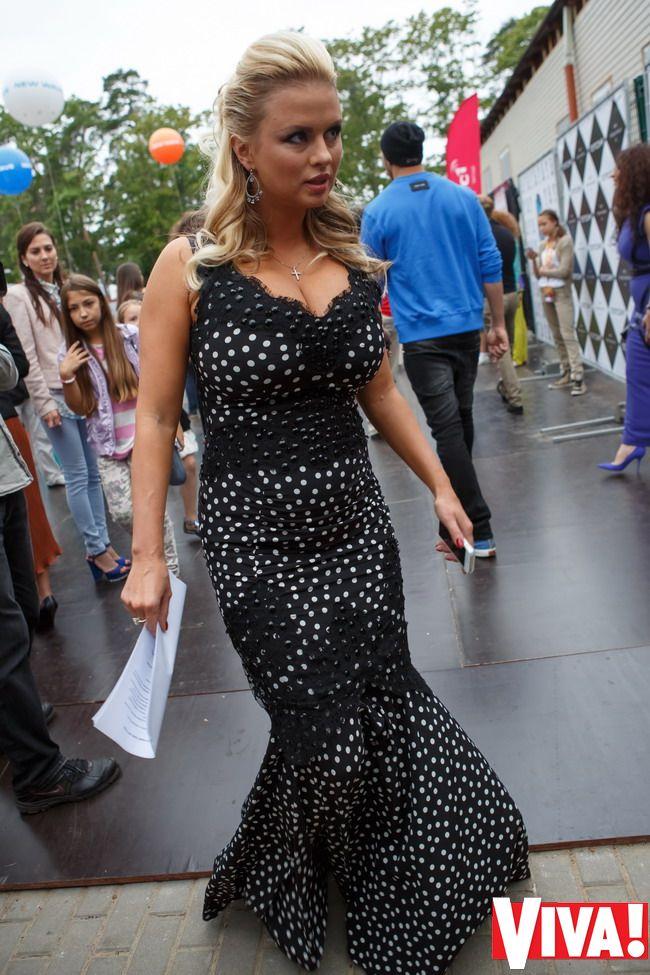 Фото анна семенович черное платье