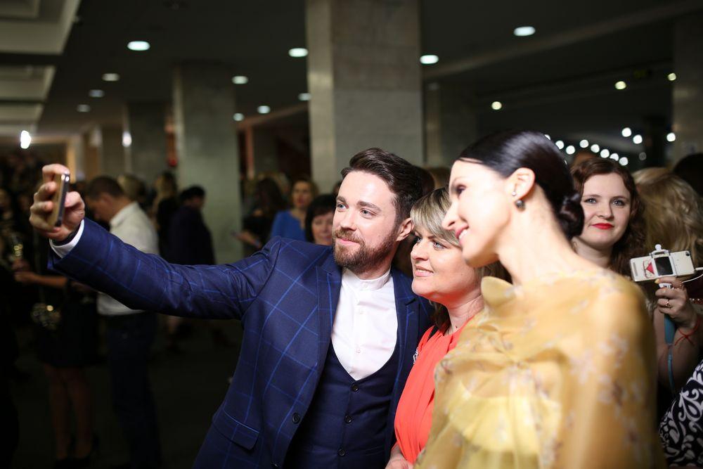 """За кадром: как звезды делали селфи на церемонии """"Viva!Самые красивые-2017"""""""