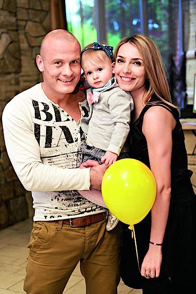 Вячеслав Узелков с женой и дочерью