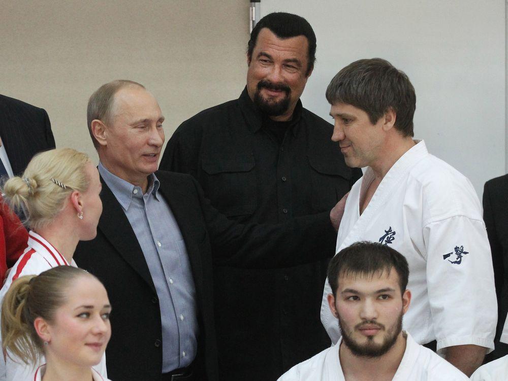 Владимир Путин и Стевен Сигал в Москве. Март 2012 года