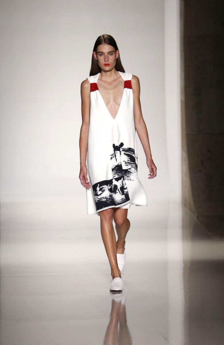 Викторию Бекхэм осудили за ее моделей с нулевым размером груди