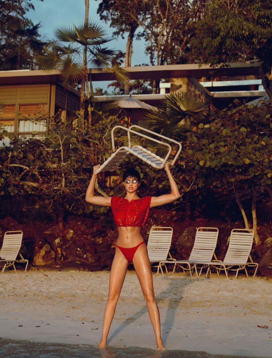 Неожиданный образ: Ирину Шейк невозможно узнать в новой фотосессии Numero
