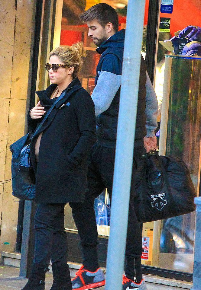 Шакира появилась на публике с сыном и гражданским мужем