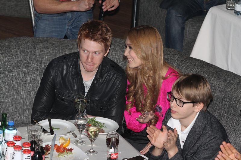 Никита Пресняков с девушкой и Дени Байсаров на презентации клипа Кристины Орбакайте на песню «Маски», Москва, 1 марта 2013.