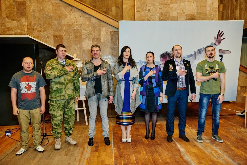 """герои АТО  на открытии фотовыставки """"Viva! Переможці"""""""
