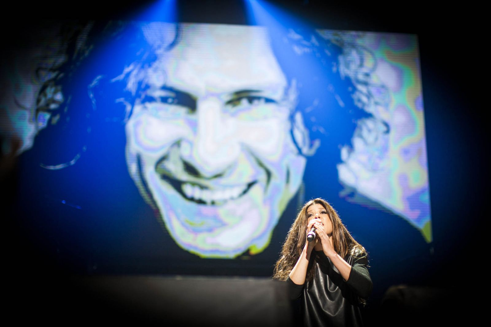 На концерте памяти Кузьмы Скрябину Руслана сквозь слезы спела песню-реквием