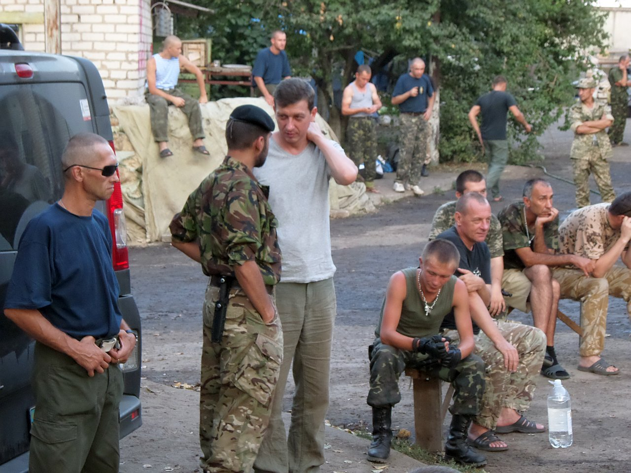 Анжелика Рудницкая на Луганщине с бойцами батальона Айдар