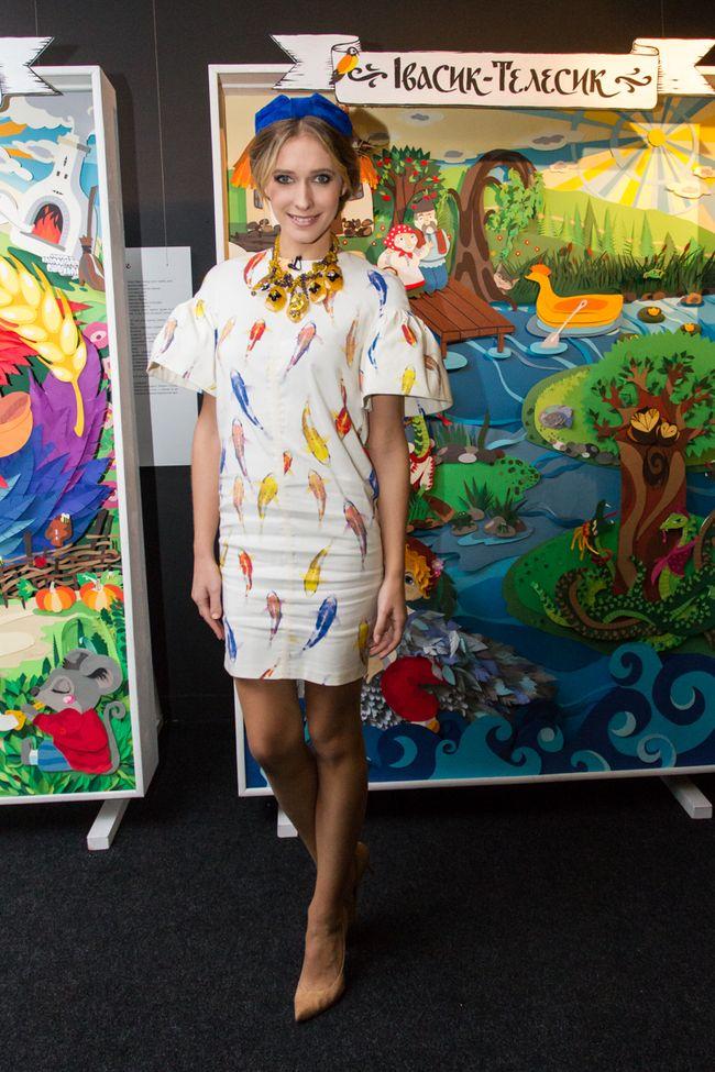 Катя Осадчая в стильном платье от Ольги Навроцкой посетила детскую выставку