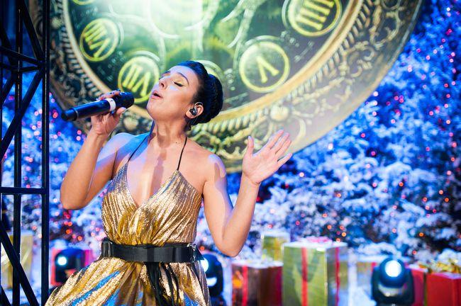 Катя Осадчая встретит Новый год в платье-елке