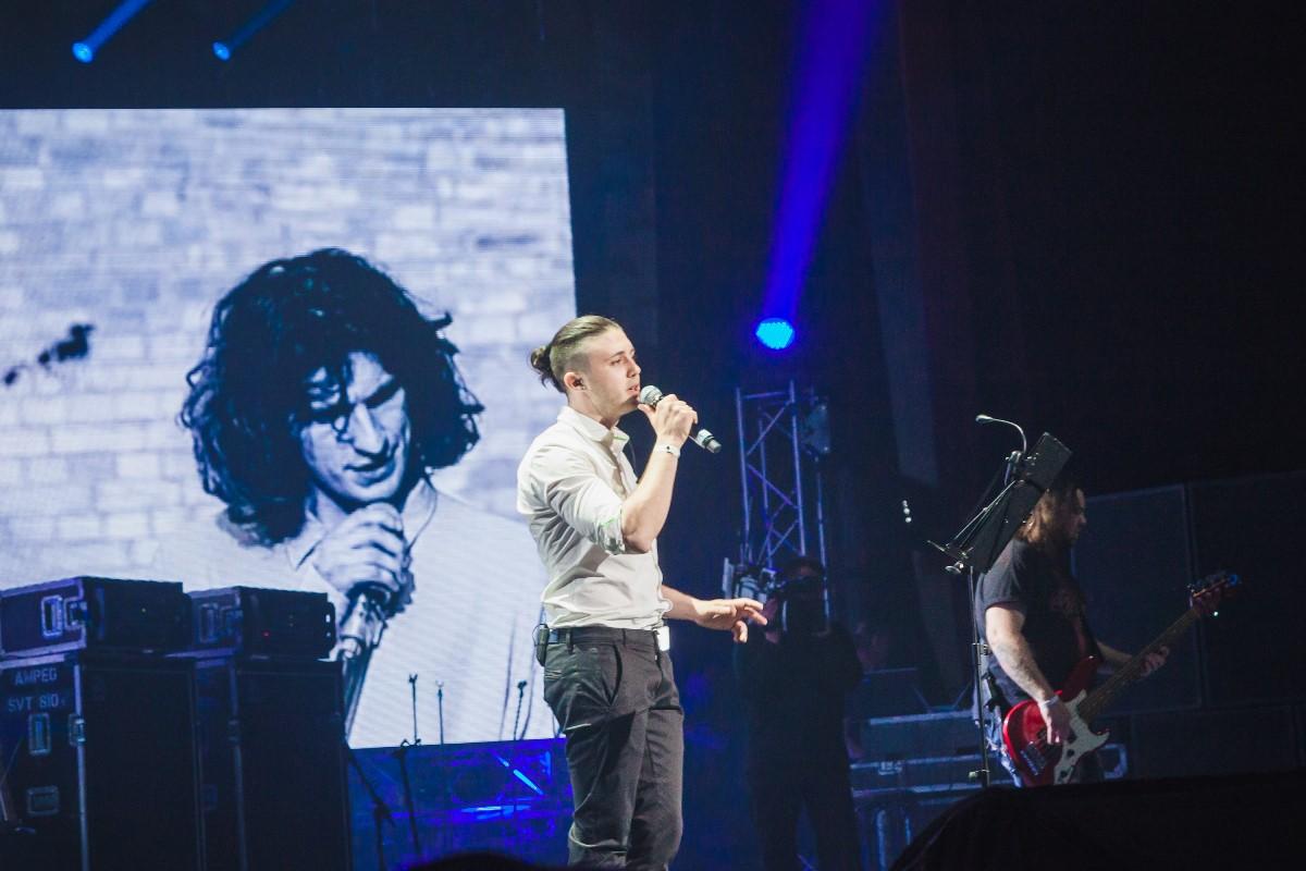 Тарас Тополя на концерте памяти Кузьмы Скрябина