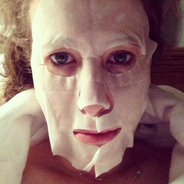 Ксения Собчак шокировала лицом в маске