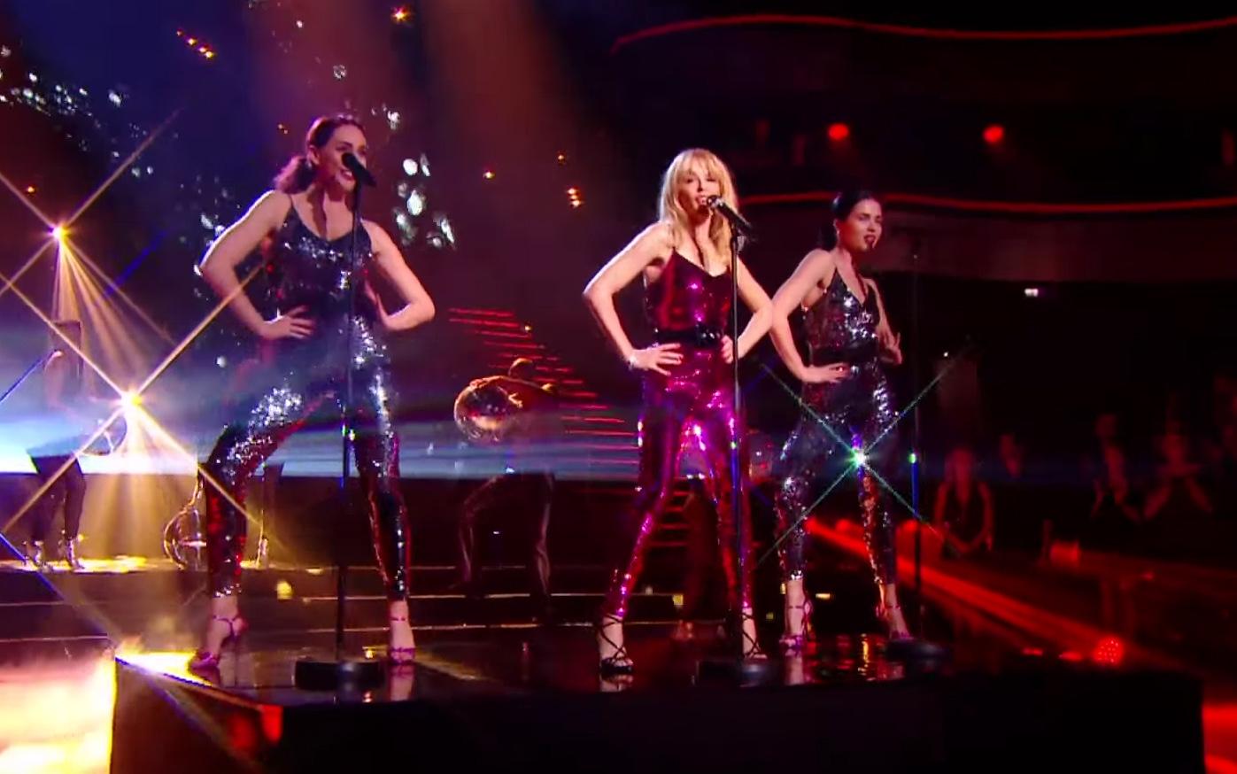 Битва нарядов: Loboda и Кайли Миноуг в комбинезоне Yves Saint Laurent