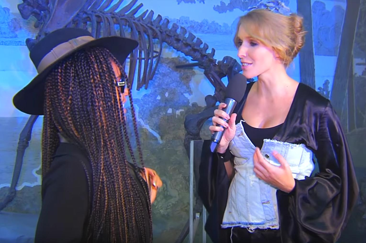 Катя Осадчая показала округлившийся животик