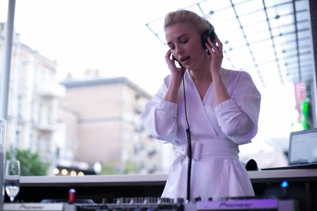 В Киеве состоялось открытие летней террасы REEF