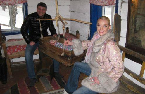 Анастасия Волочкова и Бахтияр Салимов готовятся к свадьбе и рождению ребенка, посетили избушку шамана