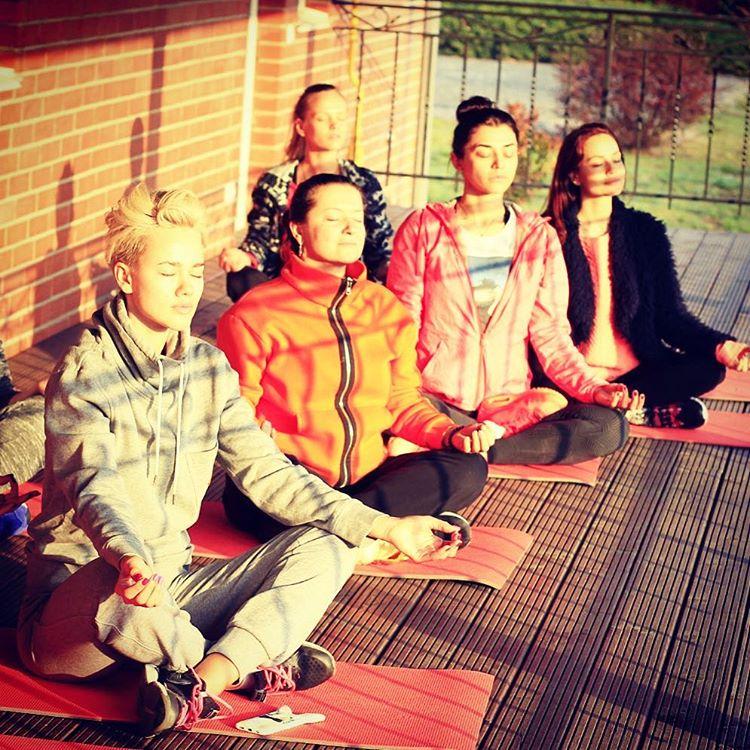 Наталья Могилевская провела мастер-класс по йоге для группы Real O