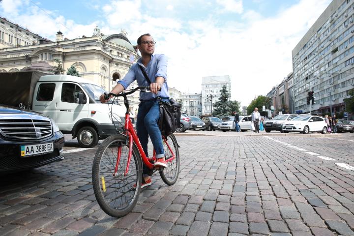Андре Тан на велосипеде