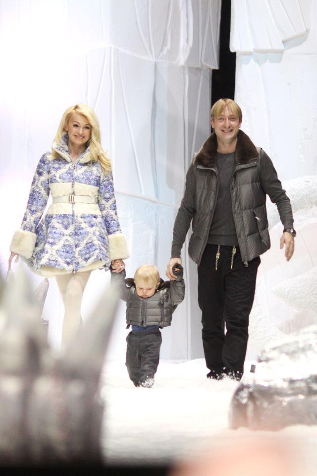 Яна Рудковская и Евгений Плющенко вывели своего сына на ... ева лонгория поправилась