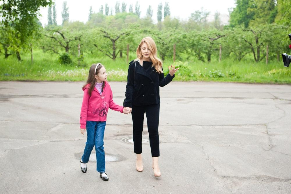 Тина Кароль встретилась с девочкой Изабеллой из Охматдета