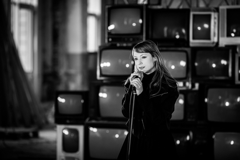Светлана Тарабарова сняла клип о войне в Украине