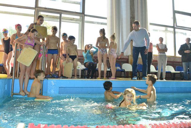Денис Силантьев открыл школу плавания для детей