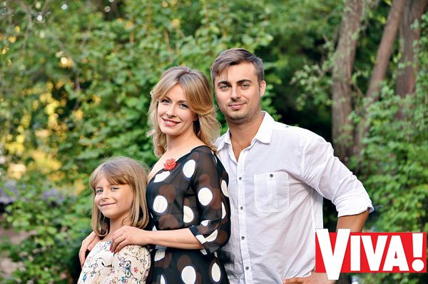 Елена Кравец с мужем и дочерью