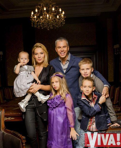 Андрей Доманский с женой и детьми