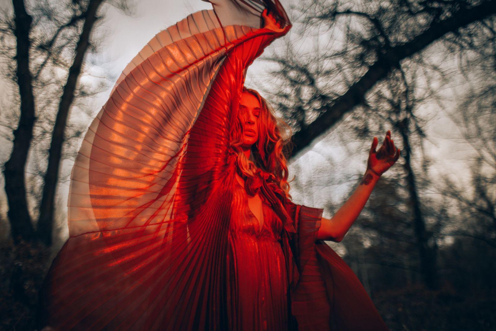 Финалистка нацотбора Евровидения-2017 Tayanna рассказала о своих грехах в новом клипе