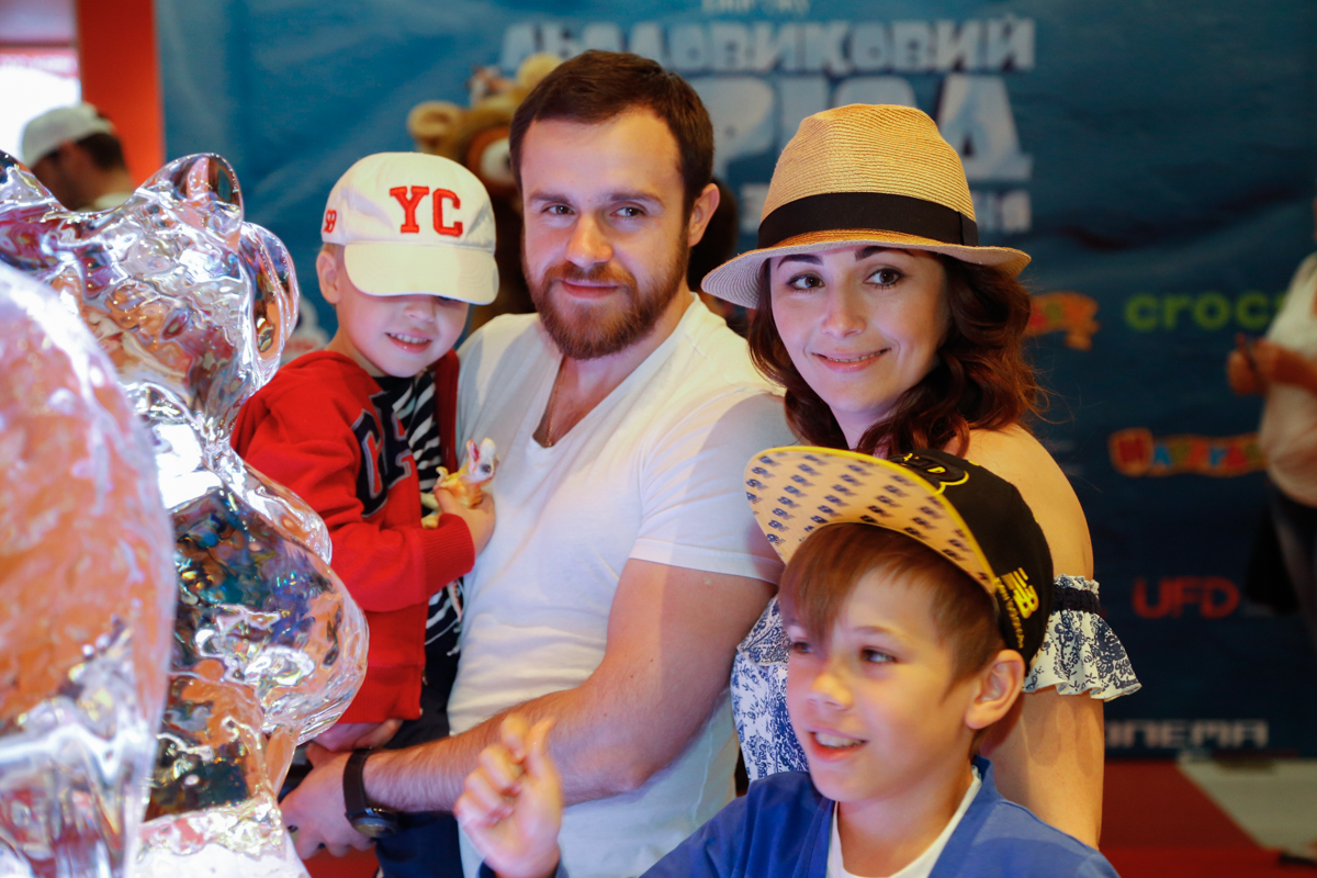 Даша Малахова с детьми и новым возлюбленным сходила на Ледниковый период
