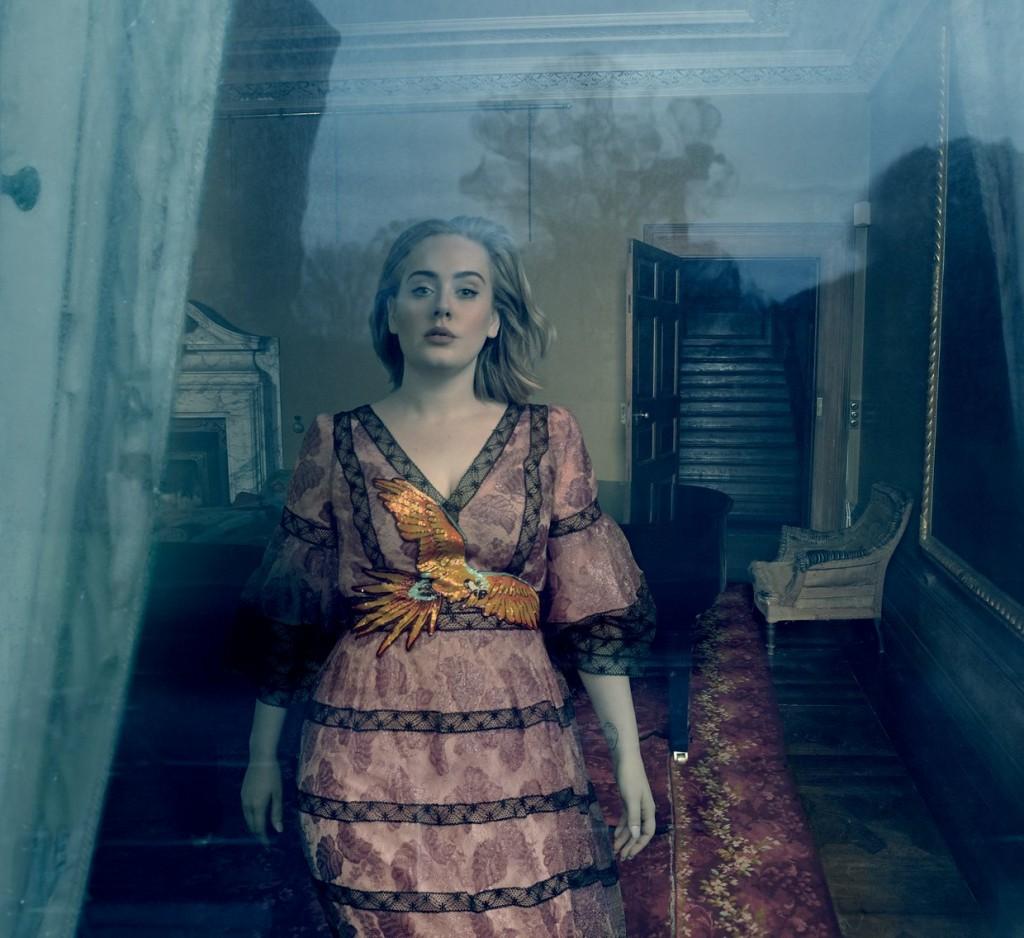 Утонченная красота: Адель украсила обложку Vogue