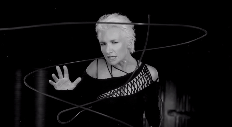 Блондинка Диана Арбенина представила новый видеоклип