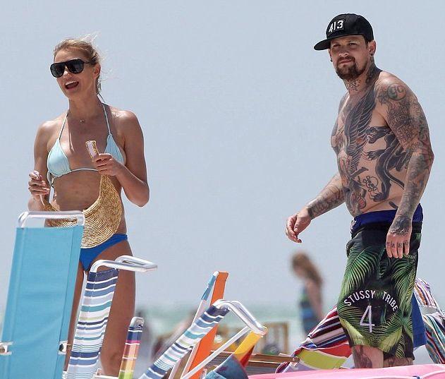 Камерон Диаз наслаждается пляжным отдыхом с бойфрендом