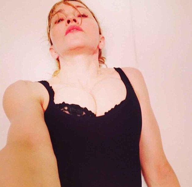 Мадонна опубликовала пикантные «селфи»