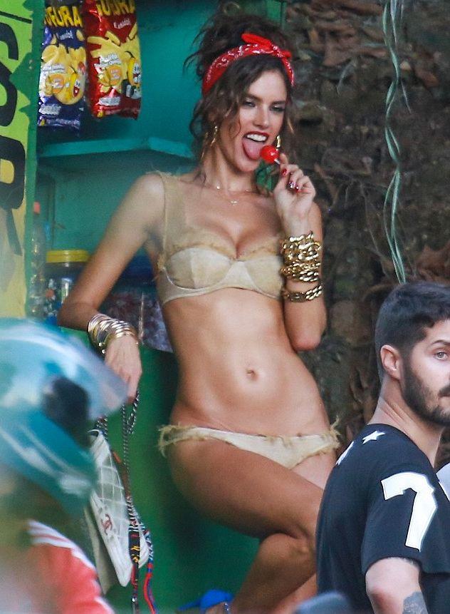 Аллессандра Амбросио демонстрирует сногсшибательную фигуру