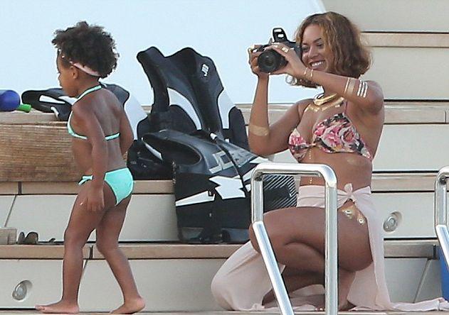 Бейонсе и ее очаровательная дочь отдыхают в Портофино