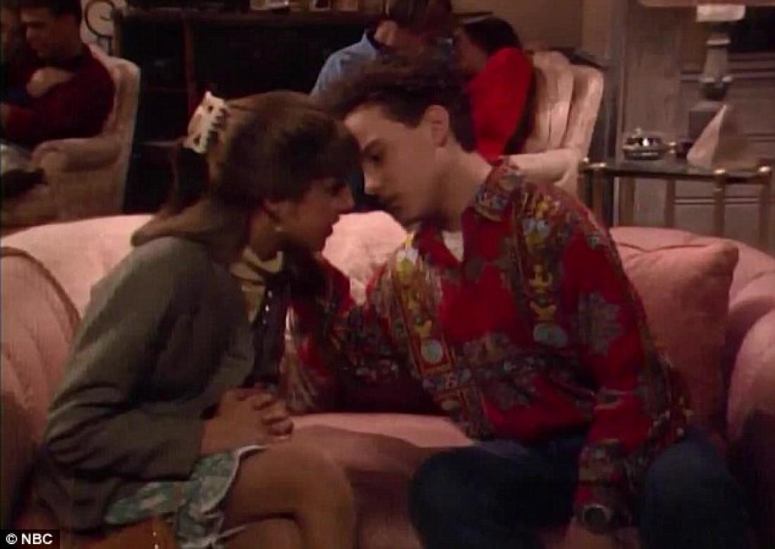 """Вспомнив молодость: звезды """"Теории большого взрыва"""" показали страстный поцелуй"""
