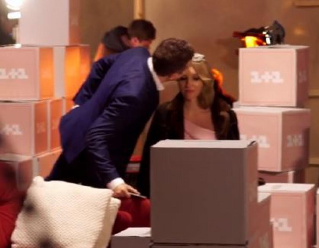 Видео: Юрий Горбунов целует беременную Катю Осадчую