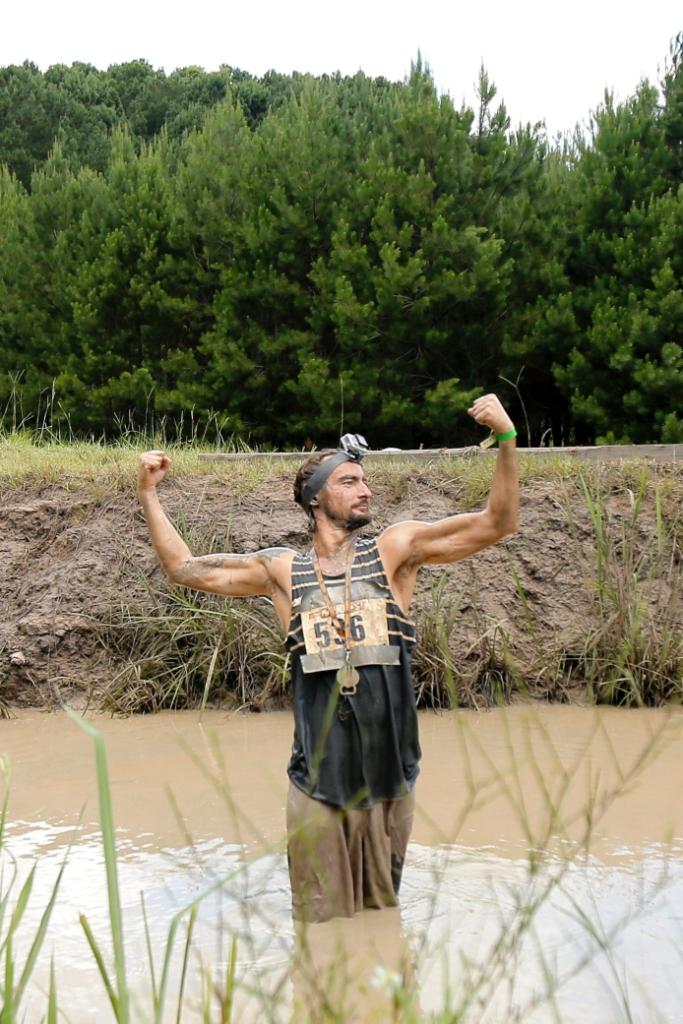 Алан Бадоев искупался в грязи на съемках шоу Орел и Решка