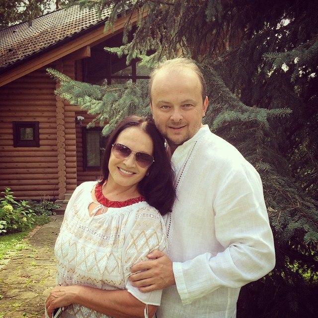 Концерты Софии Ротару в РФ отменяют из-за фото с украинским флагом