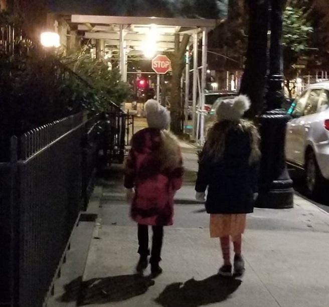 Сара Джессика Паркер поделилась редким фото своих дочерей-близняшек
