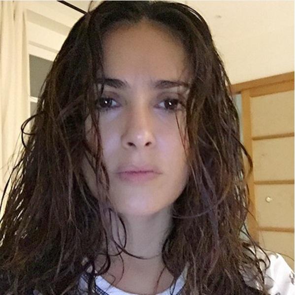 Редкий кадр: Сальма Хайек позирует без макияжа